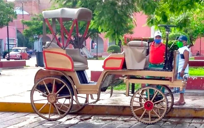 A motorized carriage in Motul.
