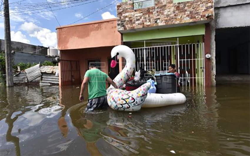 A beach toy came in handy for these flood victims in Tabasco.