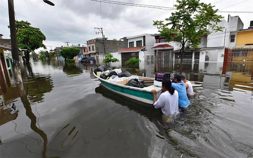 Citizens in Tabasco flee the flooding.