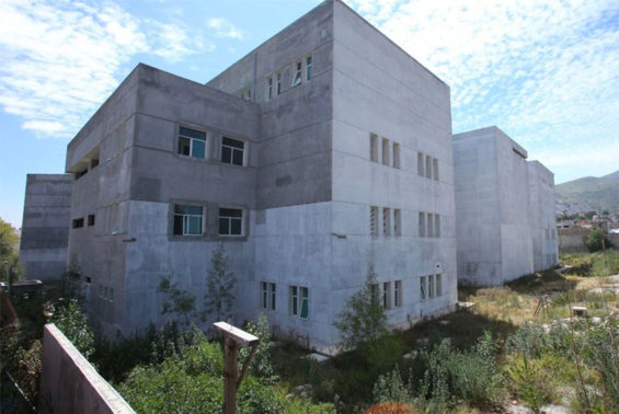 This cancer hospital in Ecatepec was abandoned five years ago after the state spent 800 million pesos on it.