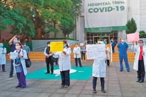 Workers at the Regional Hospital No. 1 in Mexico City.