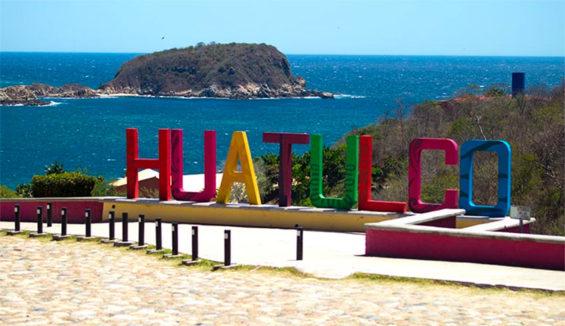 In Huatulco, the beaches are open.