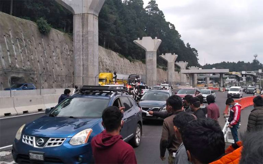 Students collect tolls on the Mexico City-Toluca highway.