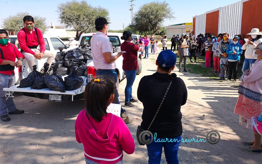 Feed the Hungry distributes food to a community in San Miguel de Allende
