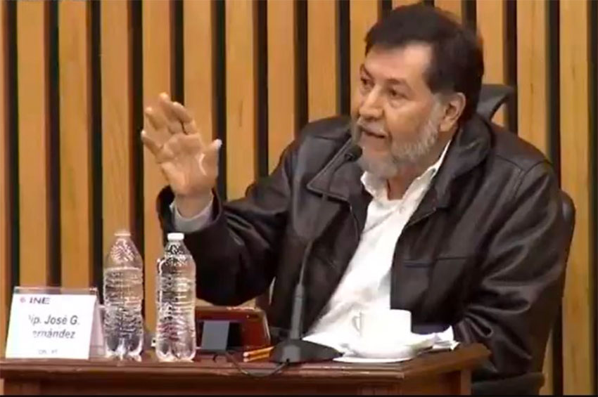 Fernández argues his point at a meeting of the National Electoral Institute.