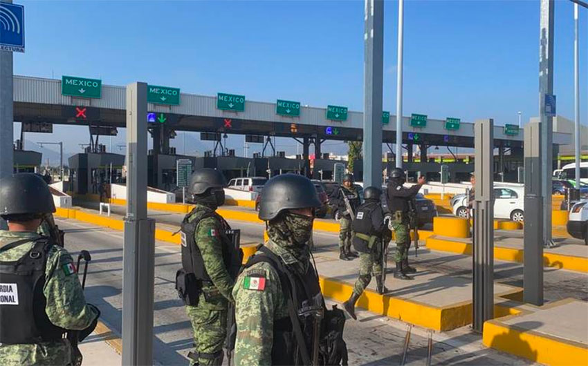 Troops at a plaza in México state Thursday morning.