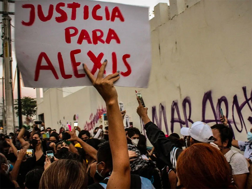Protesters called for 'Justice for Alexis' in Cancún protest.