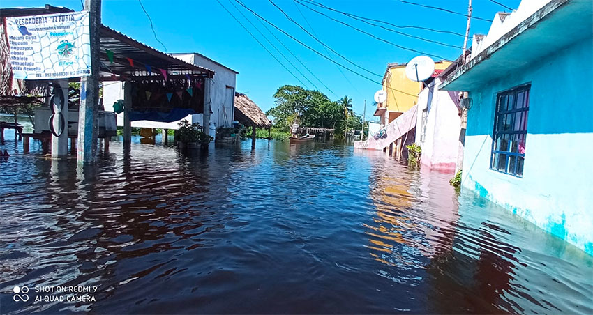 Villa Cuauhtémoc has been flooded for a month.