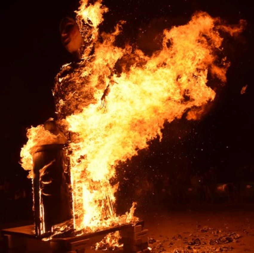 "The ritualized burning of La Befana, which chipileños call ""la quema""."