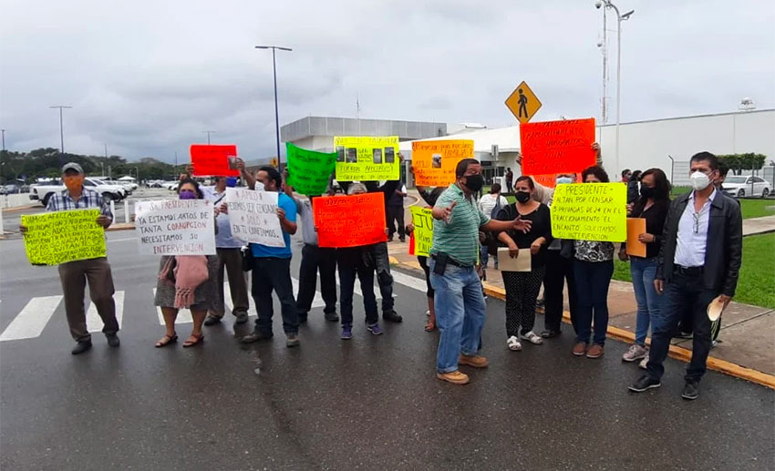 Flood victims protest in Tabasco Friday.
