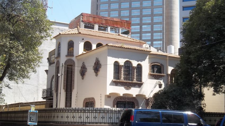 California-style mansion from Polanco's beginnings in the early 20th century.