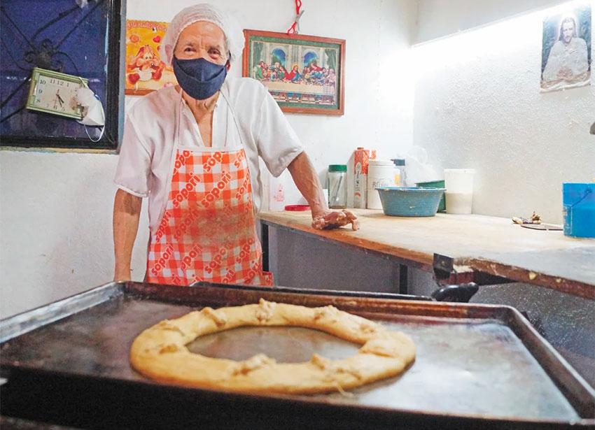 Octagenarian baker Don Beto.