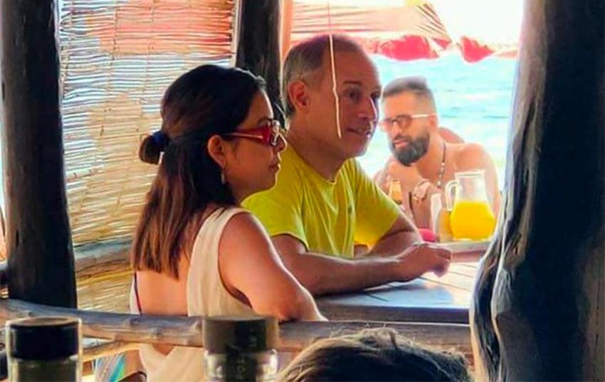 Deputy health minister defends vacation in Oaxaca beach destination thumbnail