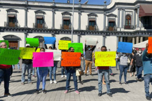 Business owners protest red-light restrictions in Nayarit, warning of economic damage.