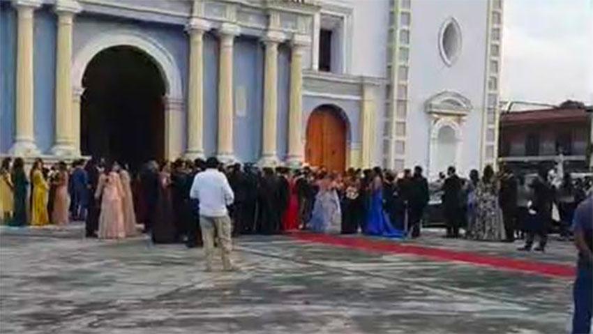 A weekend wedding in Veracruz attracted 200 guests.