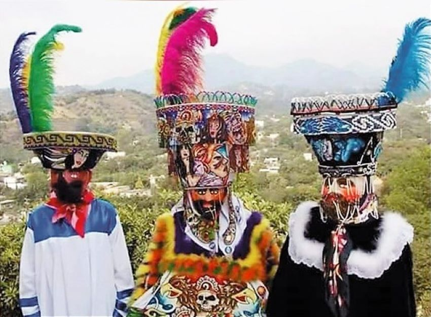 Examples of Chinelo dress from (L-R) Tlayacapan, Yautepec and Tepoztlán.