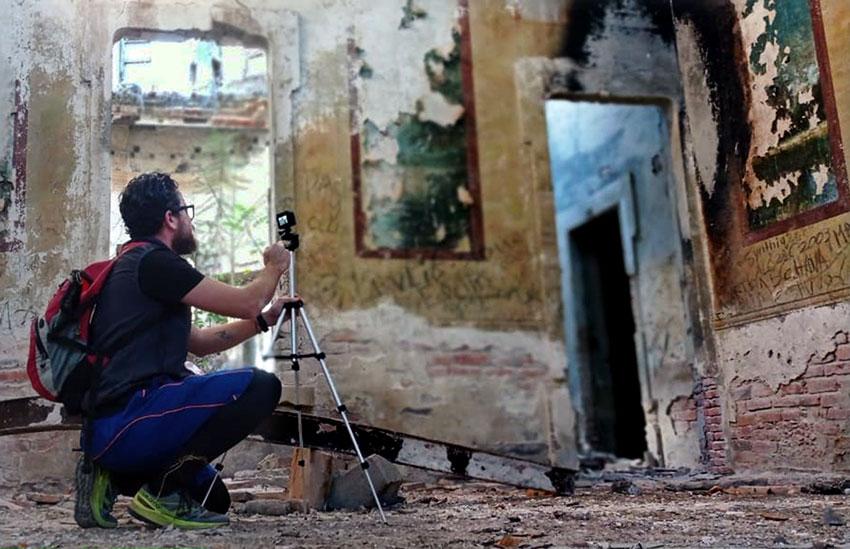 Luis Abarca preparing to photograph the ruins of La Florida.
