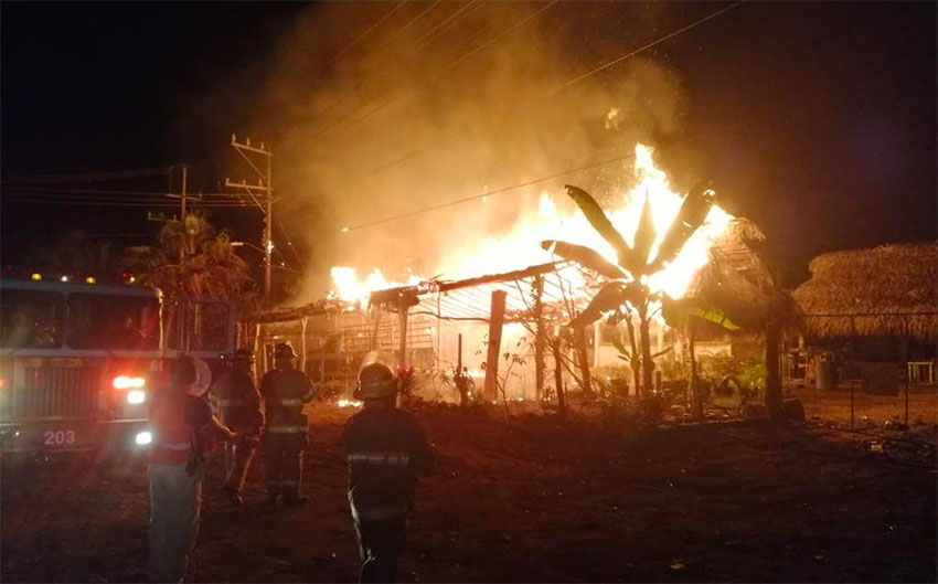 A restaurant belonging to a witness burns Monday morning in Nayarit.