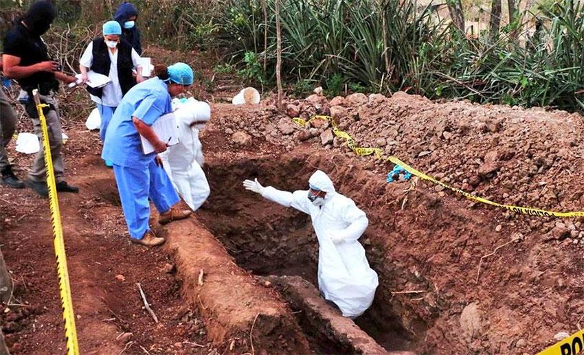 Hidden graves in El Salto