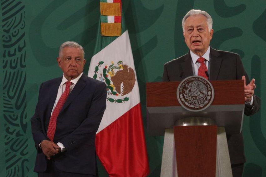 Federal Electricity Commission chief Manuel Bartlett and President Andrés Manuel López Obrador.