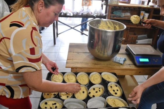 Chipileña baker Dominga Zanella prepares small loaves of pintha.