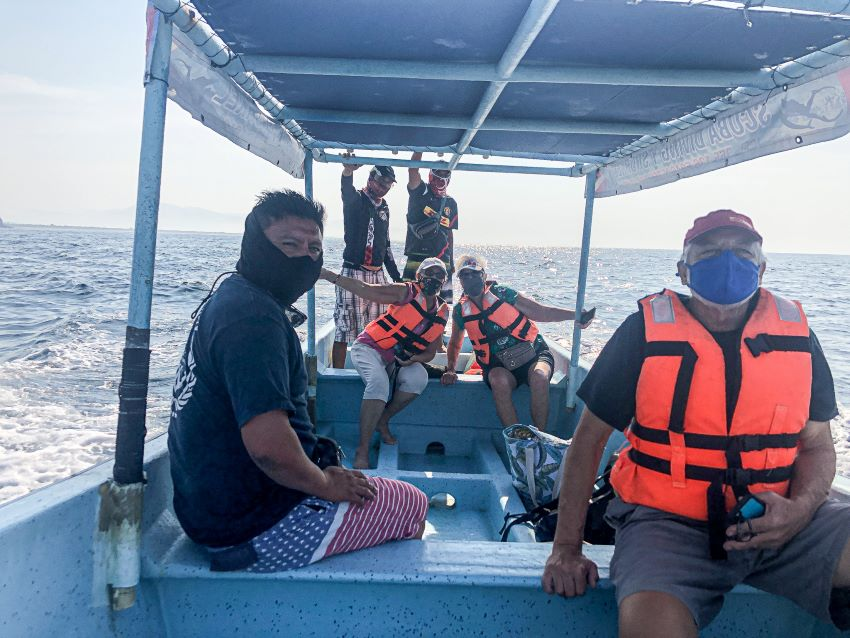 Guides take customers on a small boat and keep a respectful distance, which nevertheless allows a closer view of whales than on watches in crowded waters.