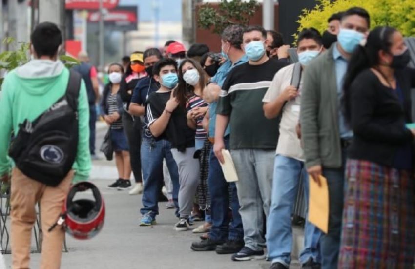 Even before Covid-19 wreaked havoc on wait times for many governmental transactions, standing in long lines to get them done was a fact of life in Mexico.