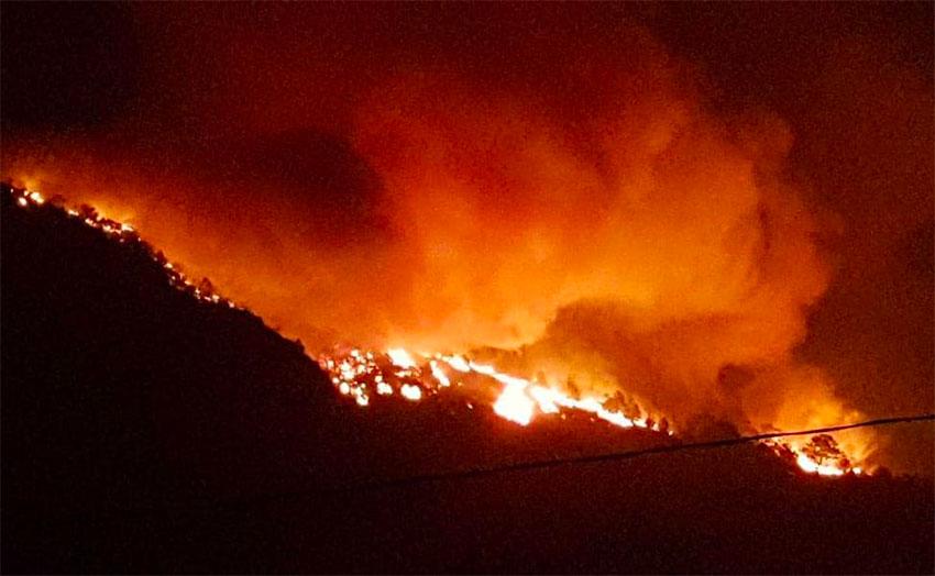 The Sierra de Santiago fire on Wednesday night.