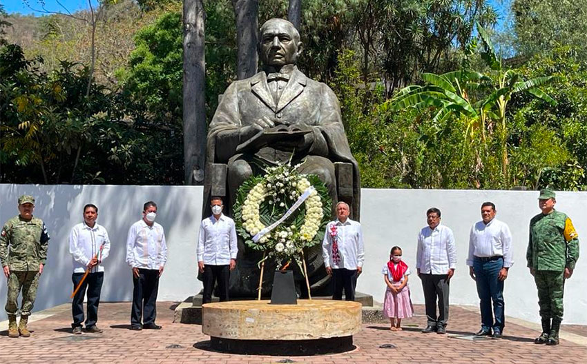The president at Sunday's anniversary of the birth of Benito Juárez, held in Oaxaca.