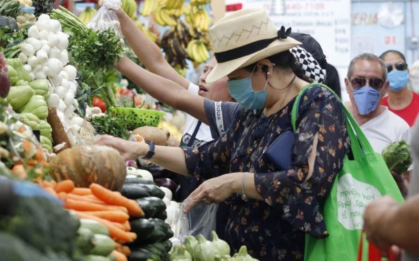 Average Mexicans' easy access to a wide variety of high-quality foods is one of the everyday signs of its slowly but steadily growing affluence.