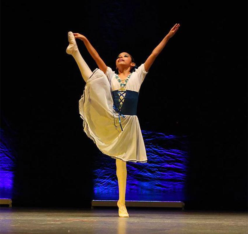 Ballet dancer Ruiz gave a six-month dance course at a women's prison in Oaxaca.