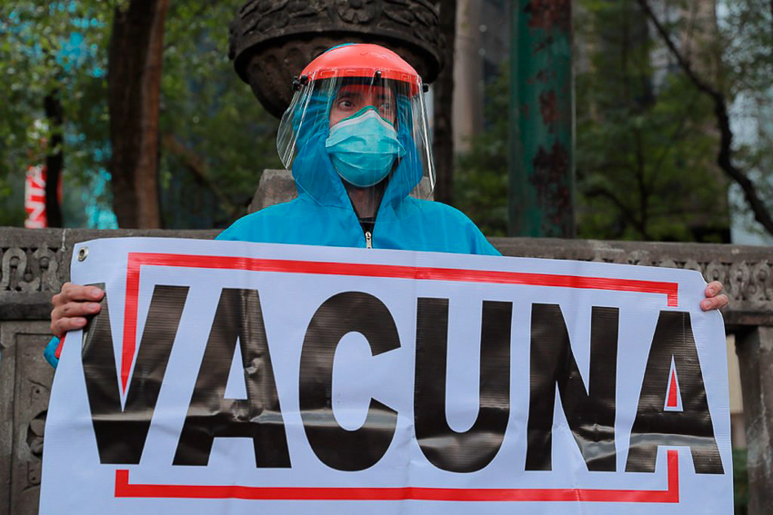 A private sector doctor protesting in Mexico City on Wednesday.