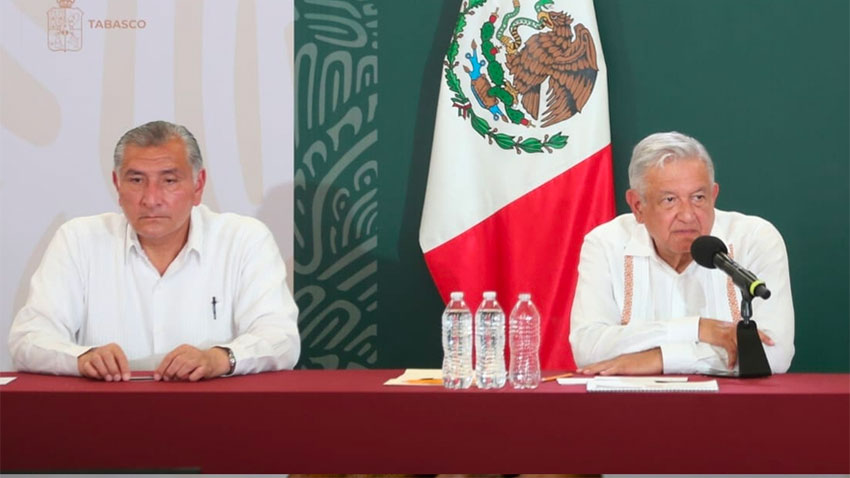 Governor López and the president at yesterday's press conference.