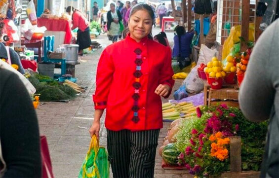 Chef Ruiz shops at the market for her restaurant in San Cristóbal.
