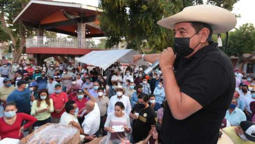 Félix Salgado speaking to supporters in Iguala on Sunday.
