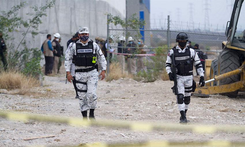 National Guardsmen at a crime scene in Nuevo Laredo.