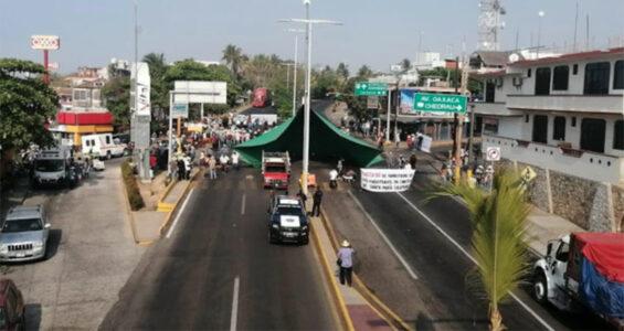The blockade that has shut down the coastal highway in Puerto Escondido.