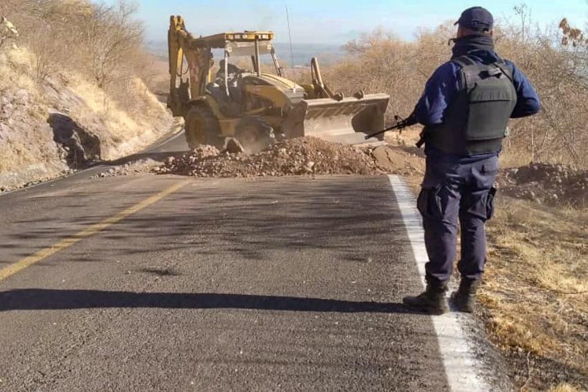 Authorities in Michoacan remove blockades preventing access to Aguililla.