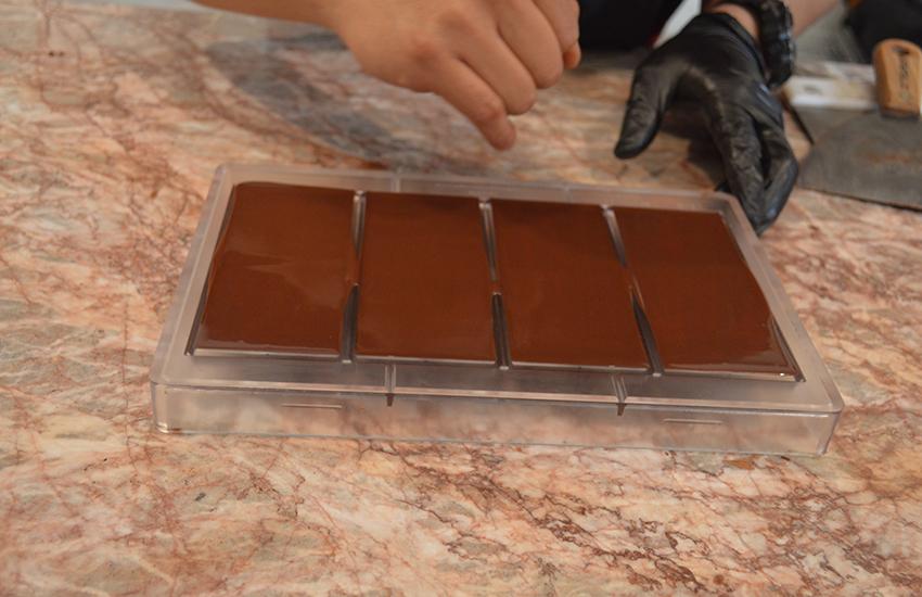 Making chocolate at Jangala café.