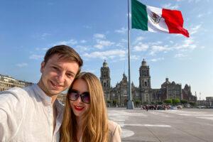 Travel YouTubers Ernestas Tyminas and Darina Karpitskaya on Mexico City's zócalo.