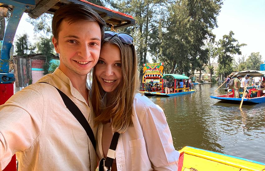 Viaja con las YouTubers Ernestas Tyminas և Darina Karpitskaya en Xochimilco.
