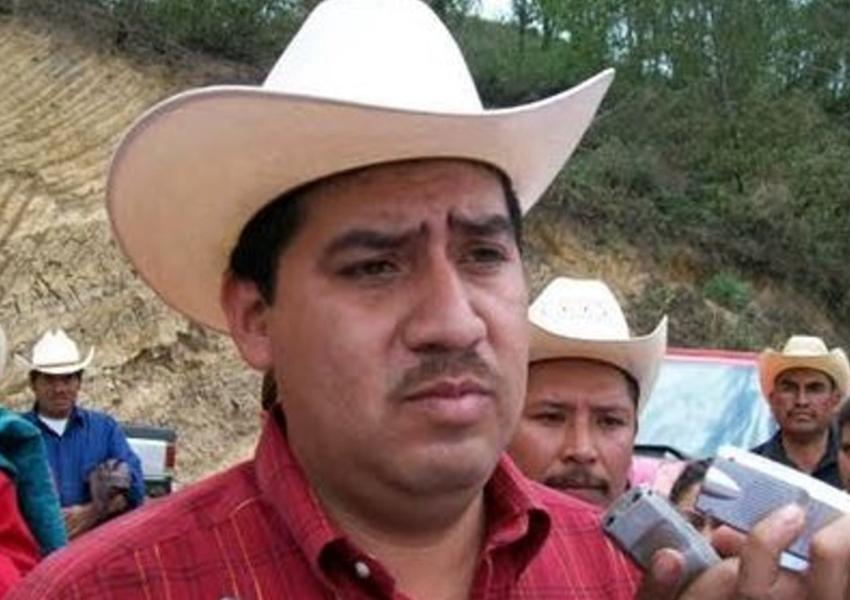 PRI precandidate José Melquiades on the campaign trail in Veracruz