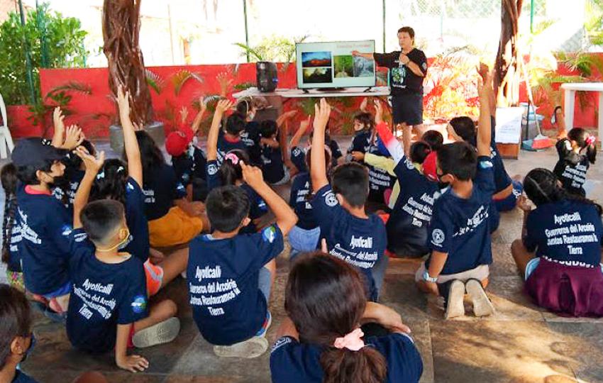 Damaris Marin-Smith teaches a class on marine preservation.