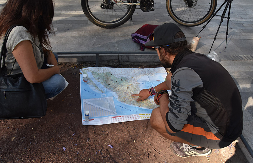 Tabaré Alonso explaining his planned route through Mexico on a map.