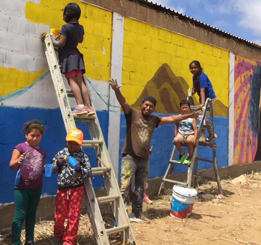 Rogelio Santos making mural in San Quintín, Baja California