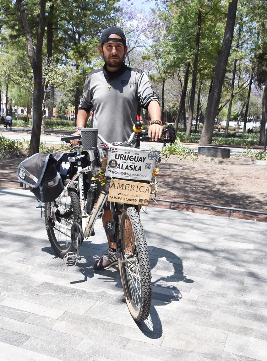 Cyclist Tabaré Alonso