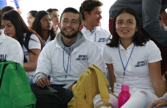 Jovenes Adelante scholarship recipients