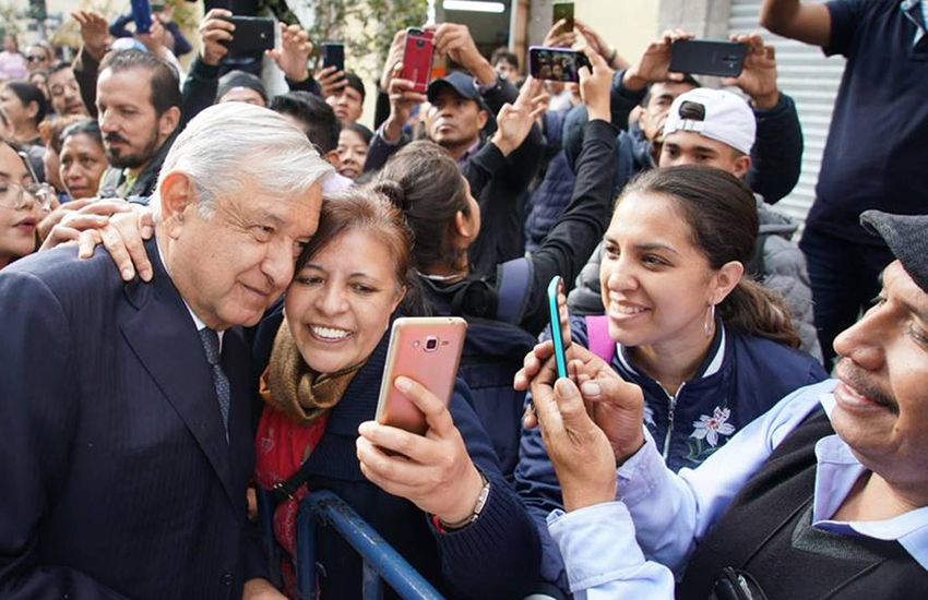 amlo with fans.