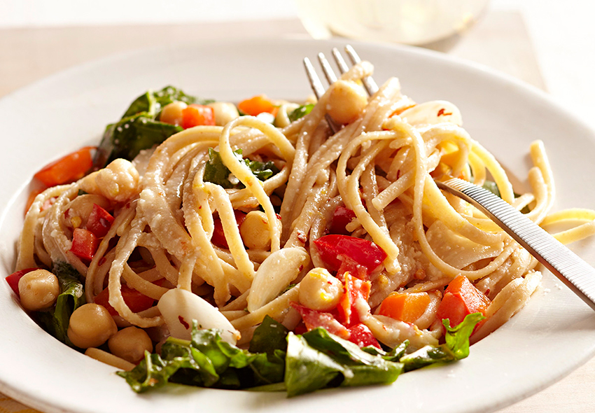 Pasta with arugula and chickpeas