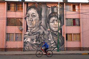 """Paola Delfín's mural """"Juntos"""" (Together), painted onto a building in the Paulino Navarro neighborhood of Mexico City."""